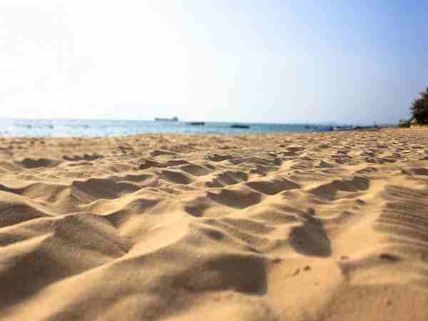 Mơ thấy cát có điềm báo gì và đánh con số nào trúng?