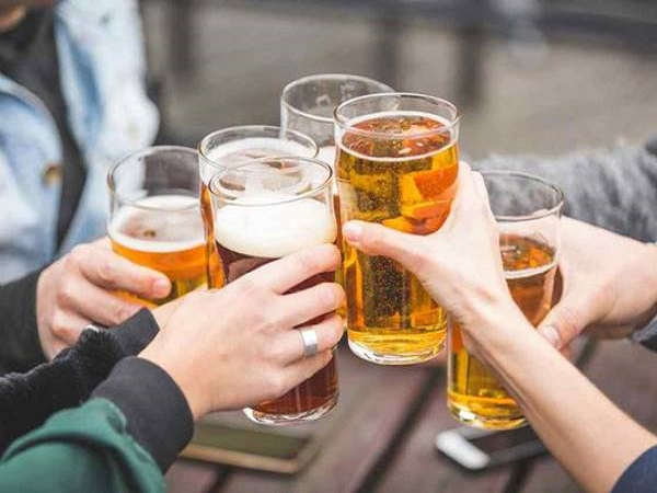 Mơ thấy uống bia có điềm báo gì và đánh số nào trúng?