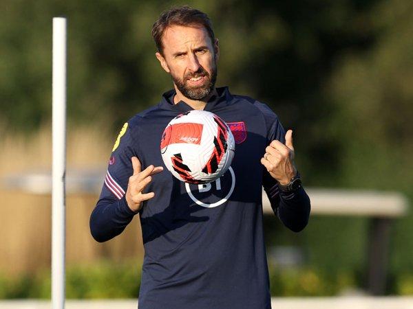 Tin HOT bóng đá 12/10: Southgate lên tiếng phản đối Wenger